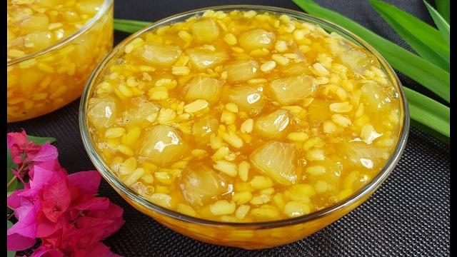 Bước 3: Hoàn thiện món chè với bột năng và đỗ nhỏ cùng nước cốt dừa đã chuẩn bị