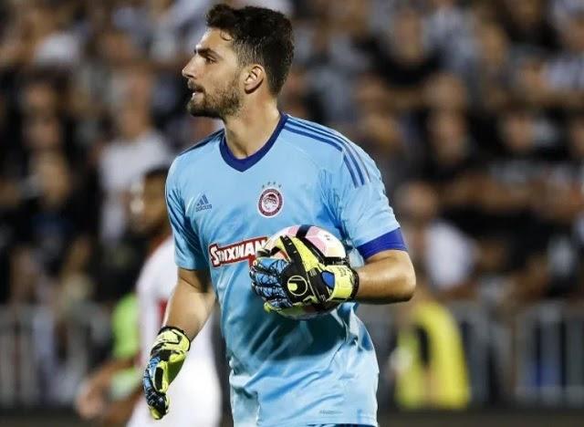 Năm 15 tuổi, Stefanos Kapino được câu lạc bộ Panathinaikos chiêu mộ với giá trị 17.000 bảng