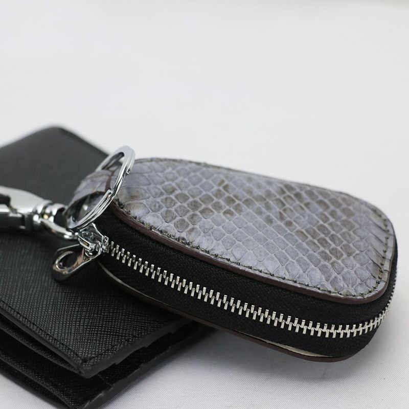 Kết hợp móc chìa khóa ô tô với ví tiền để hạn chế thời gian tìm kiếm khi quên.